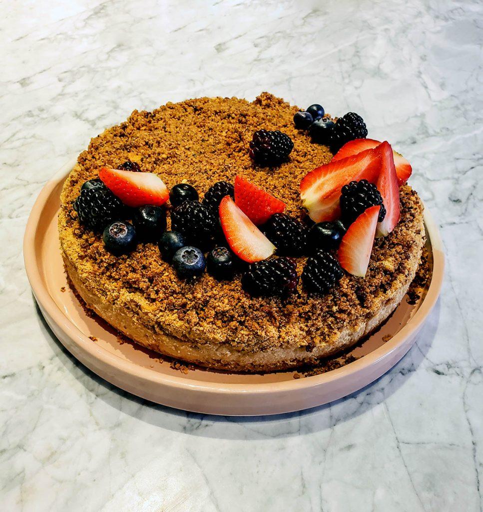Tarta de café y cacao con jocoque y frutos rojos 1